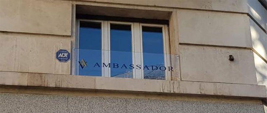 rotulo metacrilato ambassador