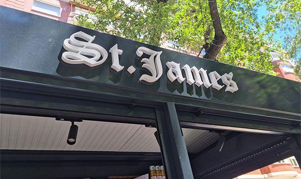 Rótulo corpóreo St. James de PVC