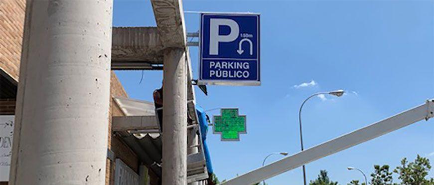 Caja de luz y banderola iluminadas para Parking